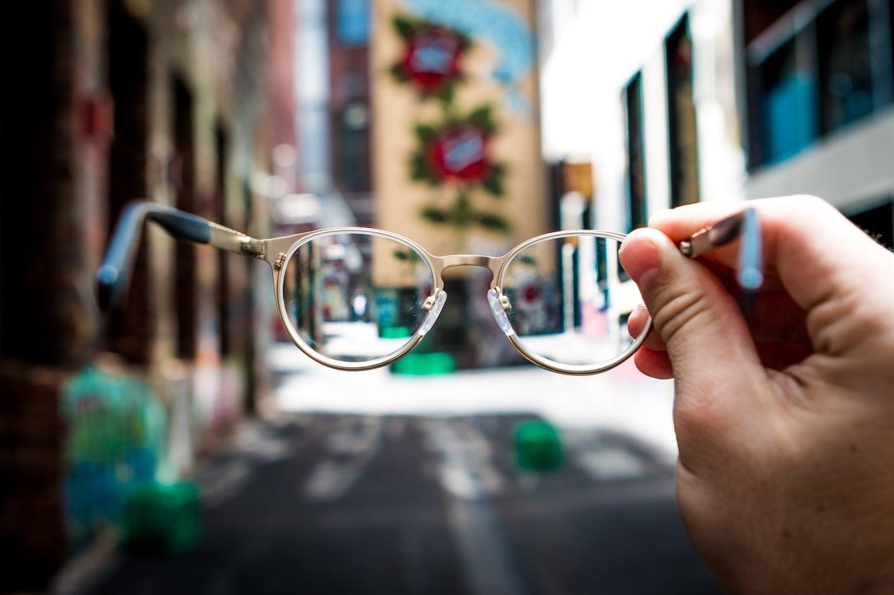 Jak nie uszkodzić okularów? Pielęgnacja i czyszczenie szkieł